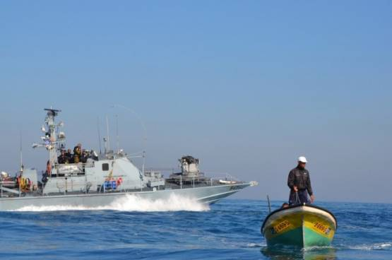 بحرية الاحتلال تفتح نيرانها صوب مراكب الصيادين شمال غزة