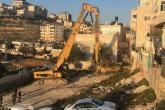 الاحتلال يهدم منزلين بجبل المكبر ويشرد 14 فرداً