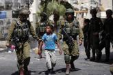 الاحتلال يعتقل طفلين في الخليل بعد إطلاق النار باتجاههما