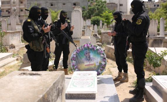 زيارة قبر الشهيد بهاء أبو العطا (11)