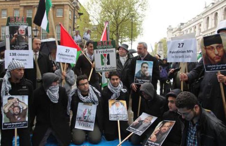 نتيجة بحث الصور عن بريطانيا تضامنا مع اسرى فلسطين
